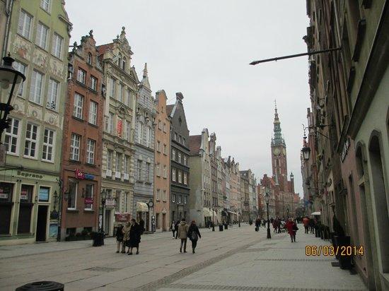 Dluga Street (ul. Dluga): Buildings on Dluga