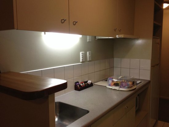 Crown on Cintra Lane: Kitchenette area