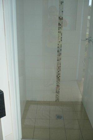 BIG4 Gold Coast Holiday Park & Motel: Flash shower!