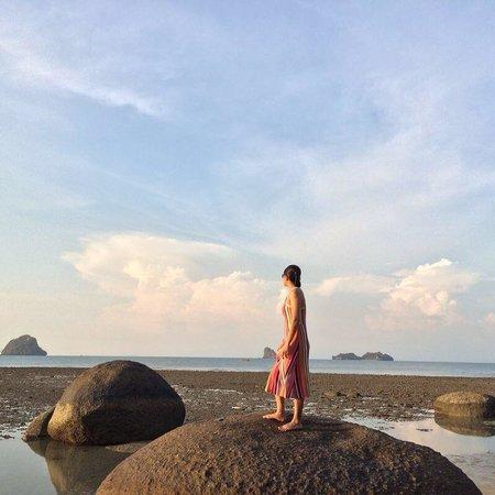Black Sand Beach: Big rocks