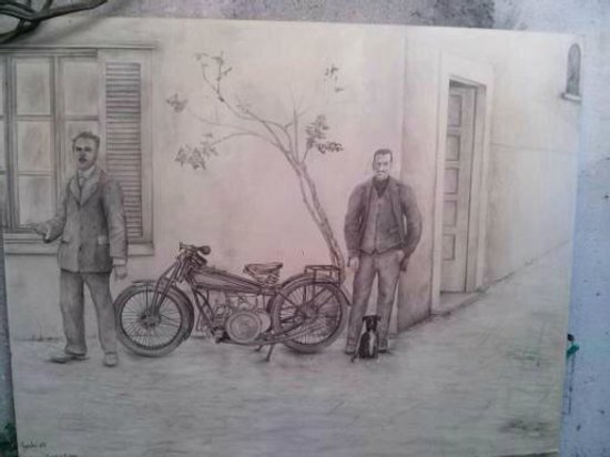 Antica Officina B&B: Disegni appesi nell'officina