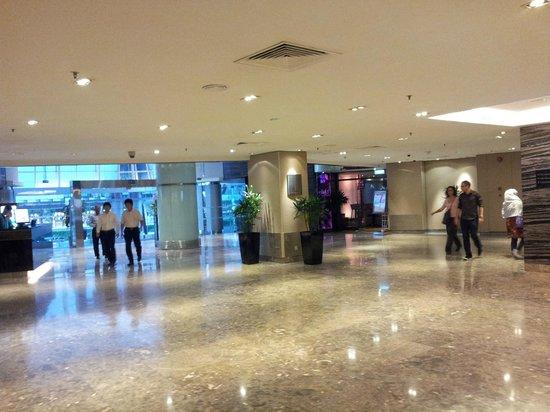 PARKROYAL on Kitchener Road: Hotel Lobby