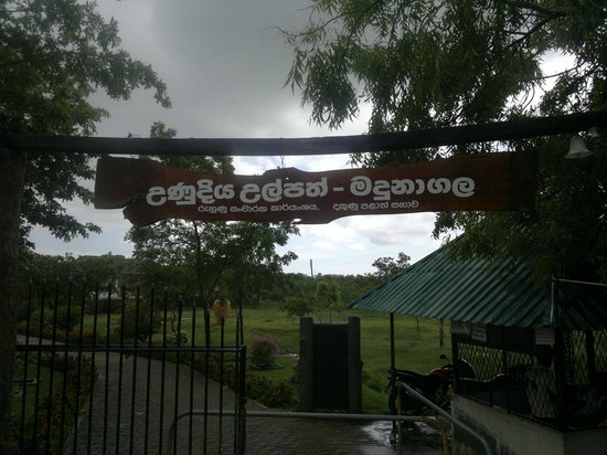 Mahapelessa Hot Springs: entrance