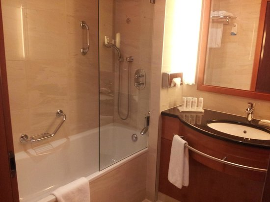 Radisson Blu Centrum Hotel Warszawa: Bathroom, clean and spacious