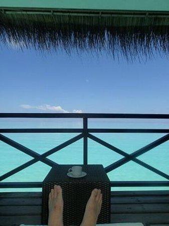Kuramathi Island Resort: 海はきれい