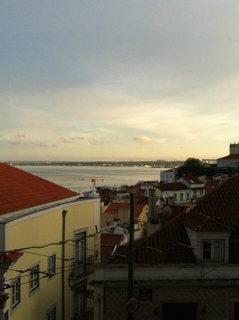 Alfama Patio Hostel: View of the river Tagus from my hostel room