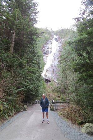 Shannon Falls Provincial Park: Impressive Falls