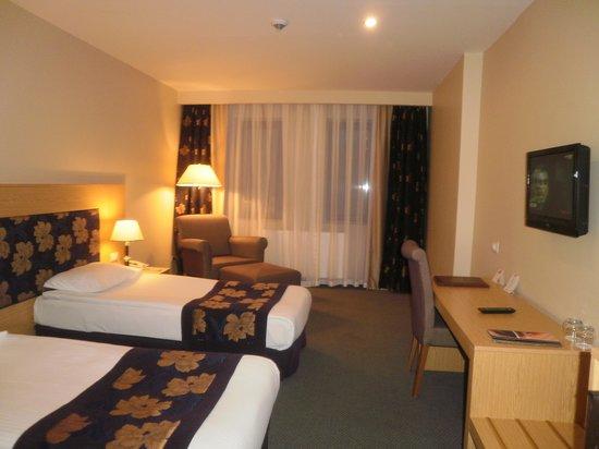 Perissia Hotel & Convention Center: notre chambre au 1er étage