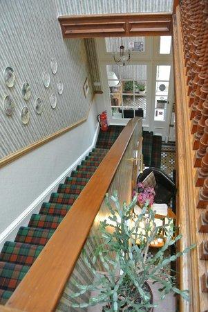 Dunedin Guest House: Inkom en trappenhal
