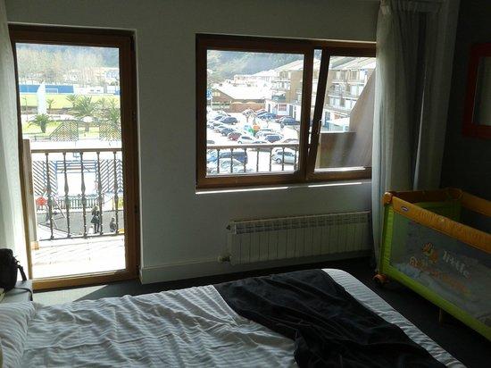 Hotel Restaurant El Muelle de Suances: Habitación con terraza