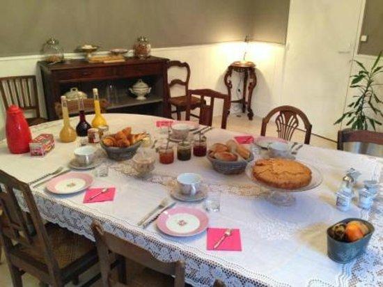 Villa Corterra: Petit déjeuner continental