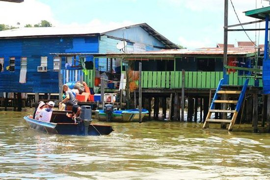 Kampong Ayer - Venice of East: A stop at one of the restaurants in the village