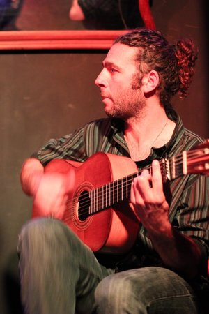 CasaLa Teatro : le guitariste