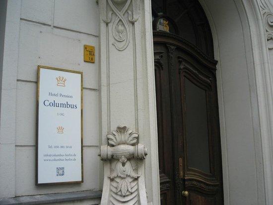 Hotel Pension Columbus: Ytterdörren