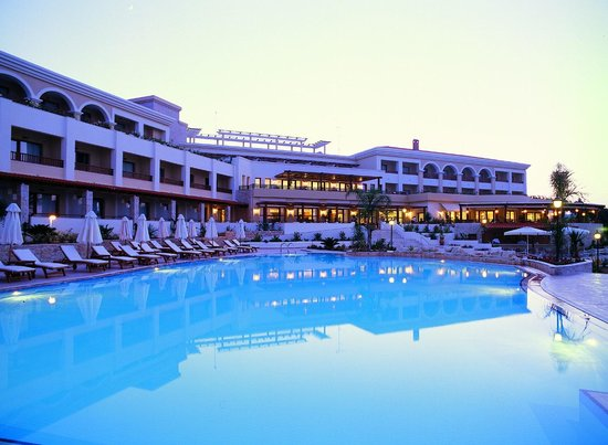 Aegean Melathron Thalasso Spa Hotel: Central building pool