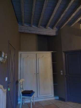 Auberge des Lices : Room with view of beams