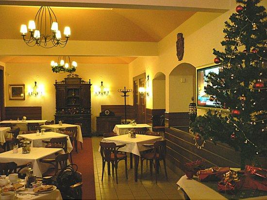 Three Crowns Hotel: кафе для завтраков