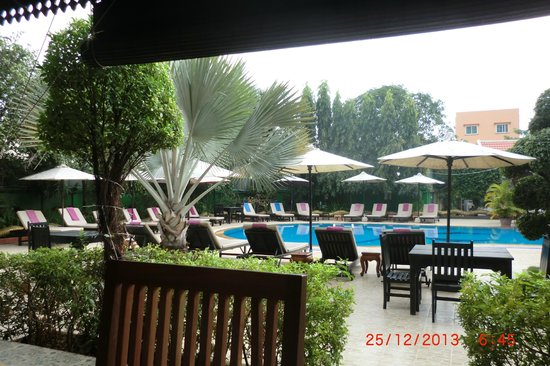 Lucky Angkor Hotel: Pool Bar Area