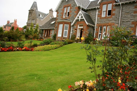 Myrtle Bank Guest House: the garden