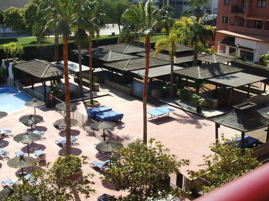 Myramar Fuengirola Hotel : little huts next to pool area