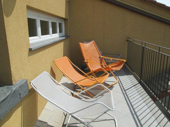 La Superba Rooms & Breakfast: Relaxer chairs on balcony