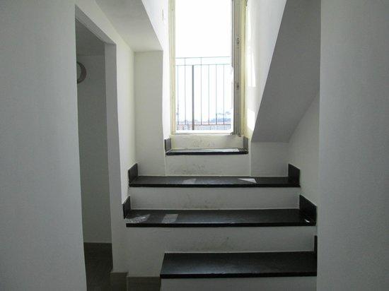 La Superba Rooms & Breakfast: Steps to balcony