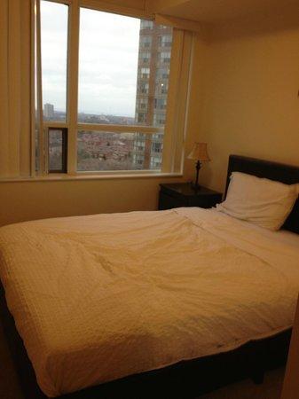Trillium Suites - Mississauga : Room 1 - queen bed