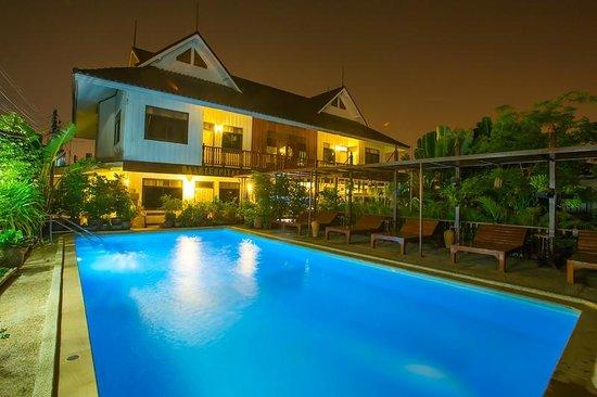 Baan Tebpitak : Hotel and Swimmingpool