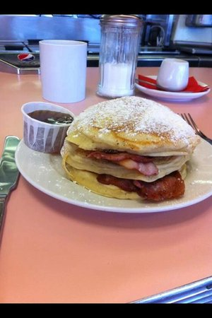 Mimi's Vintage Diner: Pancakes & bacon with maple syrup Mmmmm. Best pancakes I've ever had!!