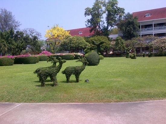 Centara Grand Beach Resort & Villas Hua Hin: inspiring garden at the Centara Grand Huahin