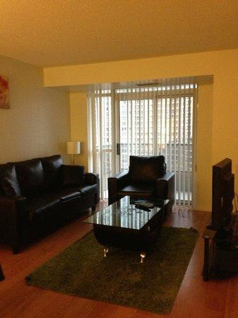 Trillium Suites - Mississauga : Living room