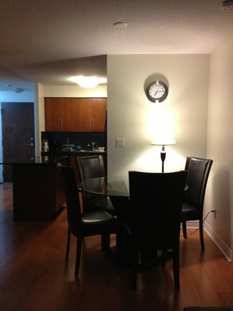 Trillium Suites - Mississauga : Dining area/kitchen view from living room