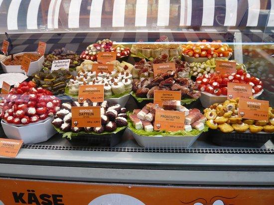 Vienna Naschmarkt : wonderful array of antipasti items