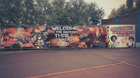 THORPE PARK Resort: Entracne Advert