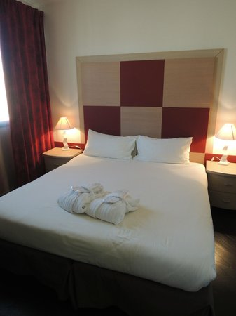 Goldstar Resort & Suites: Clean room