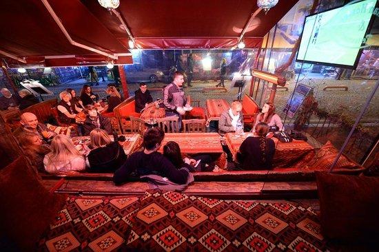 Sultan Hostel: Sofa