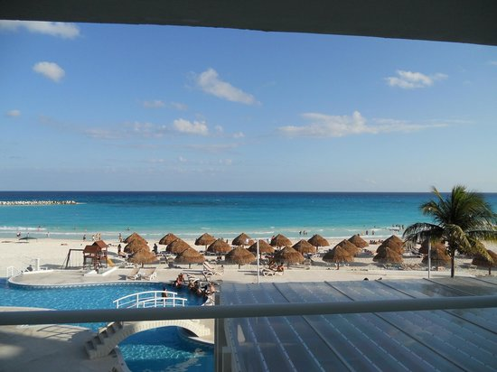 Krystal Cancun : Vista de la playa desde el primer piso