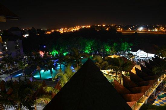 Recanto Cataratas Thermas Resort & Convention: Вид с балкона (ночью)