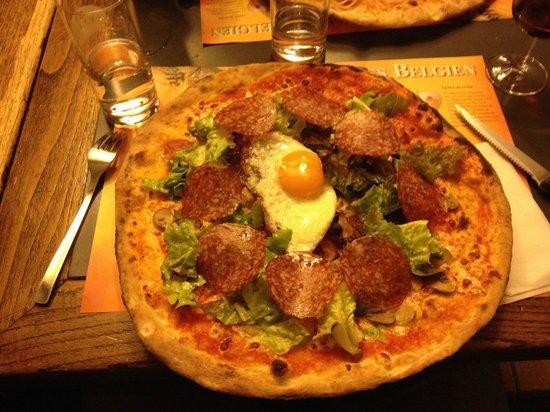Les Collons, Switzerland: Husets specialpizza, innehåller allt!!?