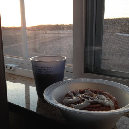 Holiday Inn Express Hotel & Suites Eau Claire North: You could go far and wide and not find cinnamon rolls this good.