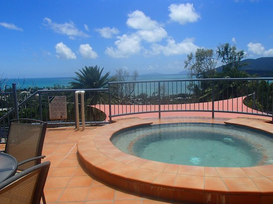 Sea Star Apartments: Hot tub with amaing views