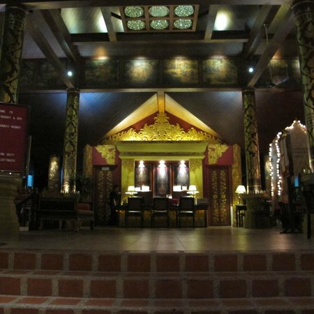 Kata Palm Resort & Spa : check in counter from the entrance