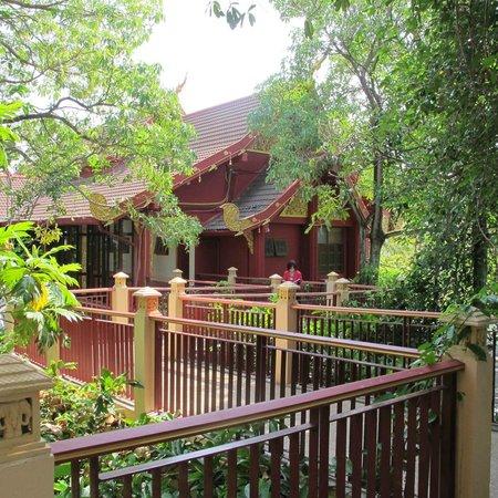 Kata Palm Resort & Spa : passage way