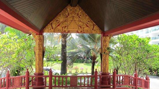Kata Palm Resort & Spa : hotel roof