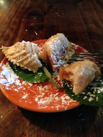 La Kasbah: moroccan pastries filled with almonds and pistachios