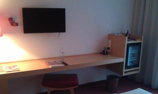 ARCOTEL Rubin: Desk