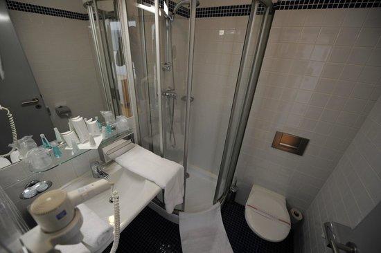 Hotel Blue Orange Business Resort Prague: Bathroom