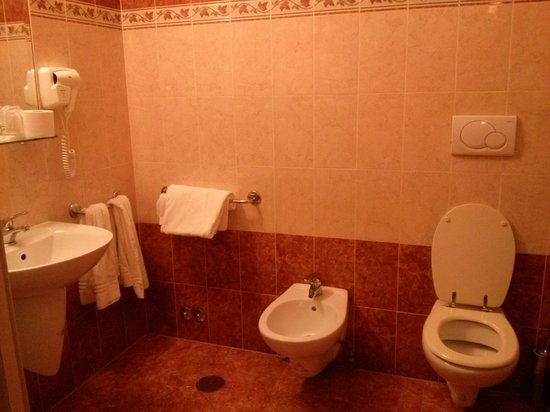 Hotel RomAntica : Spacious bathroom