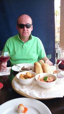 Friends Lounge Bar & Restaurant: Tapas