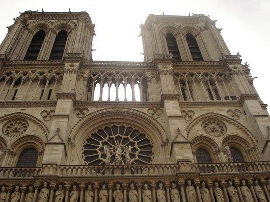 Tours de la Cathedrale Notre-Dame : Facciata della cattedrale